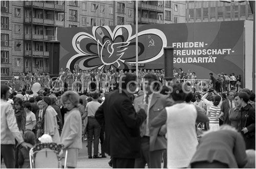 politische veranstaltung in ostberlin mitte der 60er jahre ddr fotoarchiv. Black Bedroom Furniture Sets. Home Design Ideas